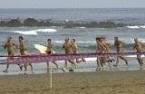 Sud Australia, in 300 nelle acque di Maslin Beach per i Giochi Nudisti