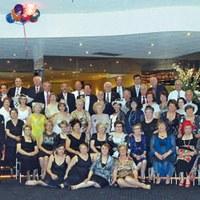 Dame e cavalieri per la sera della Melbourne Cup Eve