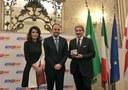 Raffaele Cattaneo premiato dal Corpo Consolare di Milano